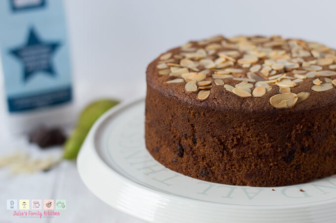 Almond-Pear-and-Chocolate-Cake_